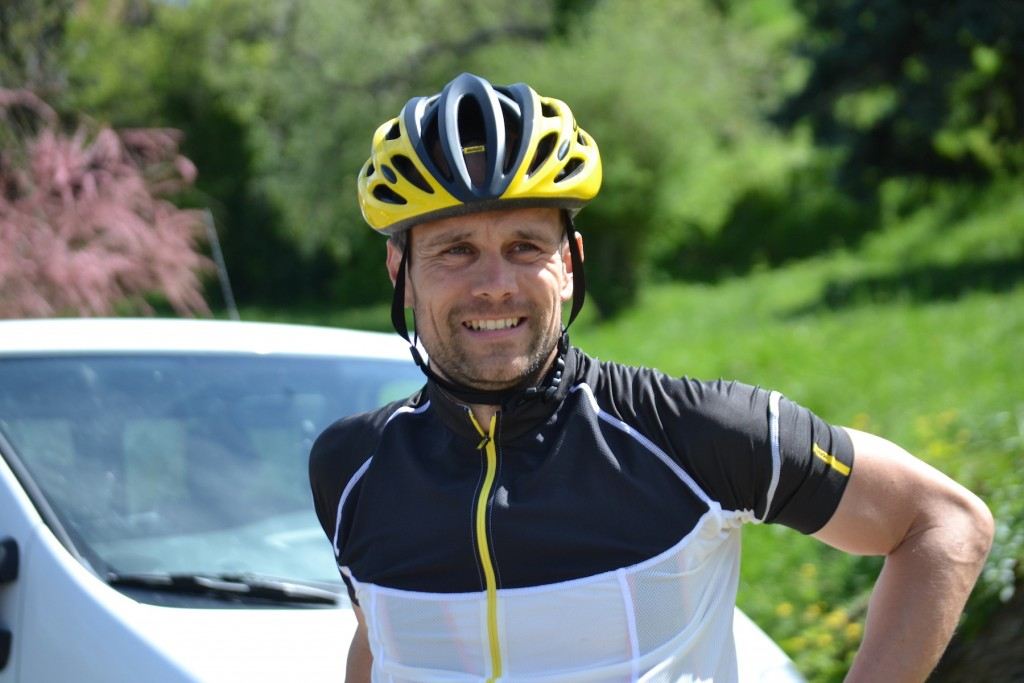 Chris Ward Wears Mavic Traverser La France en Vélo